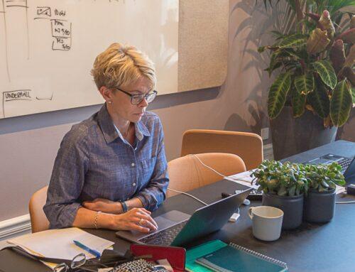 Mona Jonsson tf programdirektör, personalnytt samt påminner om utlysningarna