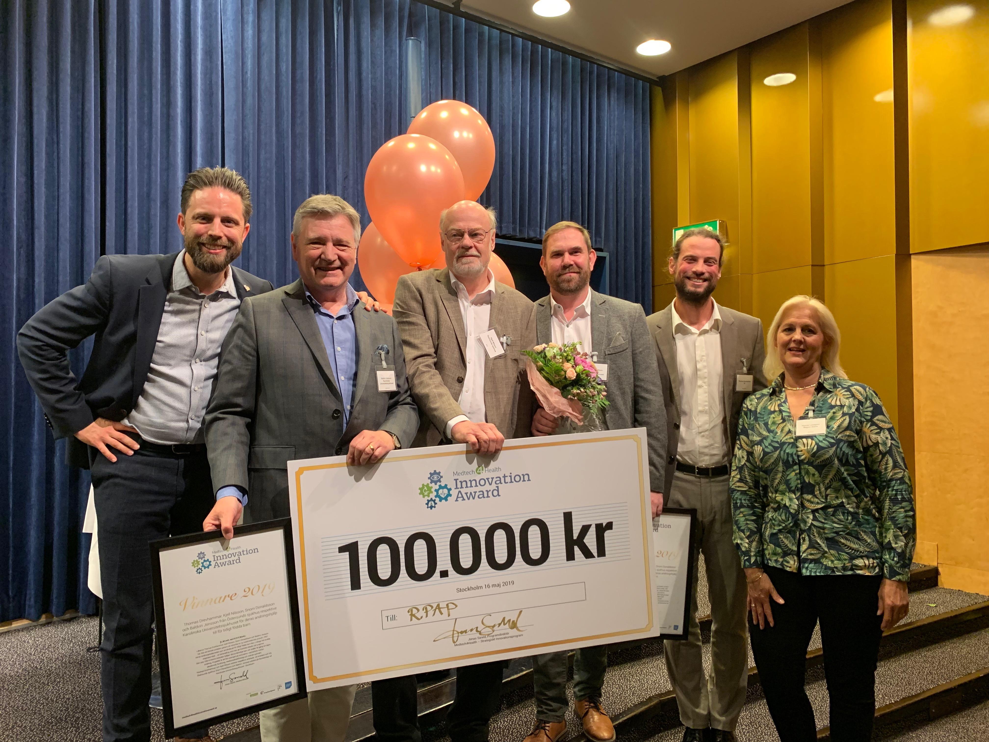 Jonas Sareld (Programdirektör för Medtech4Health), Vinnare av Medtech4Health Innovation Award 2019: Baldvin Jonsson, Kjell Nilsson, Snorri Donaldsson, Thomas Drevhammar och Hannie Lundgren (vice ordförande Medtech4Health samt jurymedlem och prisutdelare)